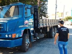 Veículos foram clonados com numeração de chassi de caminhões do Exército (Foto: Polícia Civil/Divulgação)