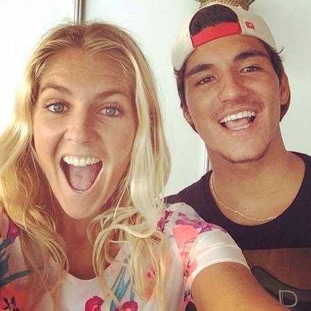 Stephanie Gilmore e Gabriel Medina depois de vencerem a primeira etapa do WCT 2014, na Austrália