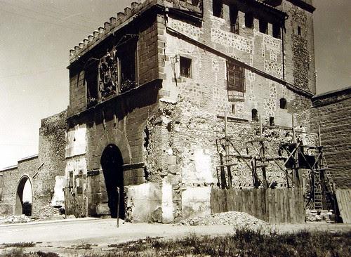 Liberación de la Puerta de Bisagra de Toledo de las viviendas adosadas a ella hacia 1934