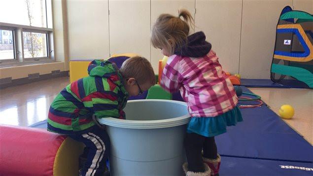 Les nouveaux programmes mis en place par le gouvernement visent à soutenir 380 000 enfants en Alberta.