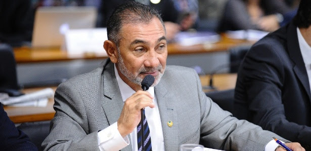 O senador Telmário Mota (PDT-RR), relator do pedido de cassação do senador Delcídio do Amaral (PT-MS)