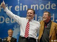 Gerhard Schroeder, líder del SPD, junto a Grass en una campaña electoral.