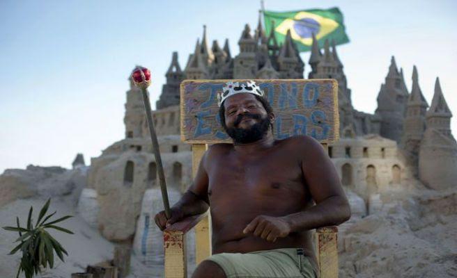 Un hombre vive en un castillo de arena durante 22 años