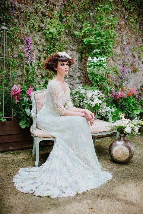 Joanne Fleming Design   BlogPale Green Lace Wedding Dress