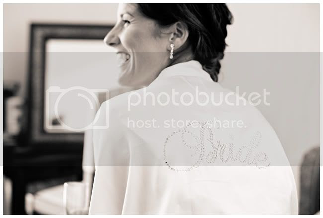 http://i892.photobucket.com/albums/ac125/lovemademedoit/NH_YellowWedding_002.jpg?t=1293437648