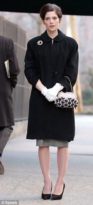 Swinging estilo: Ashley aparece em quatro episódios da série, que é definido na década de 1960