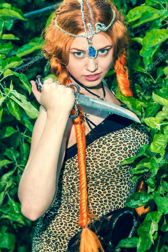 Картинки по запросу фото амазонка с ножом