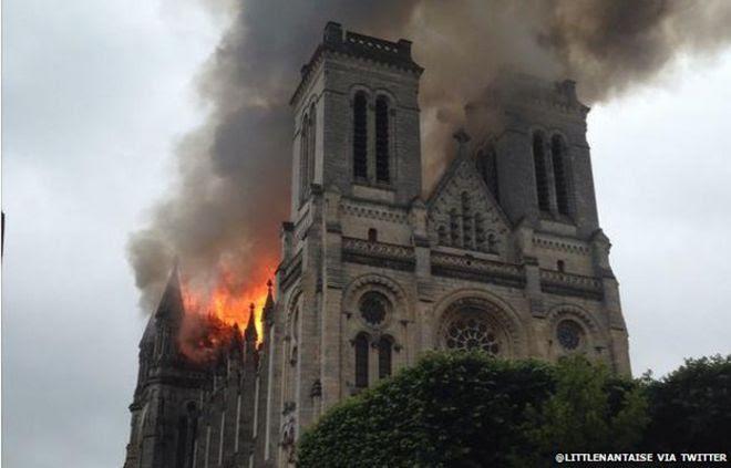 Saint-Donatien on fire