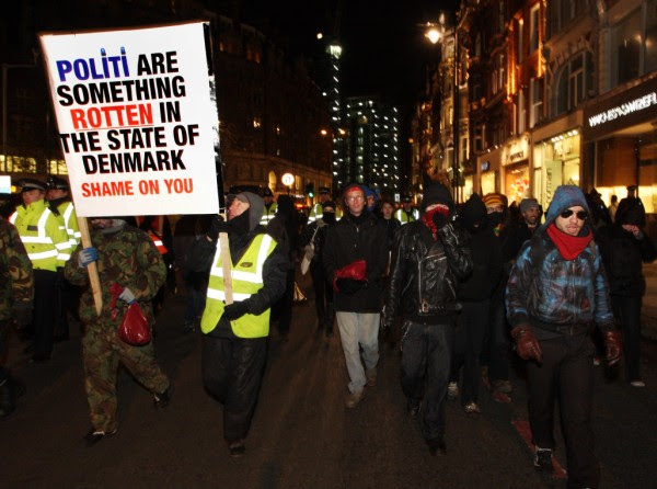 Protesters leave the Danish Embassy and disrupt traffic, London, 17 Dec 09