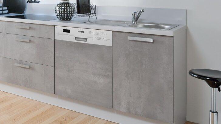 kuche betonoptik holz arbeitsplatte küche apothekerschrank