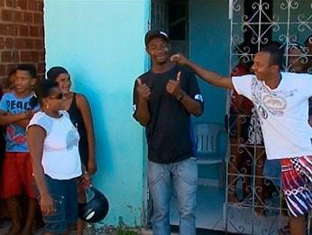 Homem chega em casa e interrompe o 'próprio' velório em Alagoinhas (BA) (Foto: Reprodução/ TV Subaé)