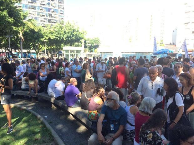 Profissionais da educação se concentram em protesto no Largo do Machado (Foto: Matheus Rodrigues/G1)