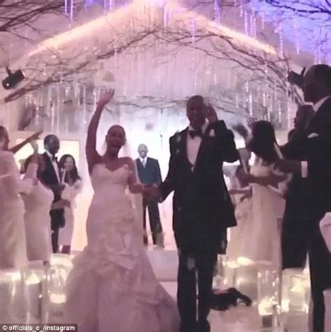 Jay Z tweets a snippet of Beyonce wedding video on their