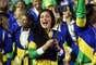 Bela atleta brasileira aproveitou para fazer uma selfie durante o desfile da delegação