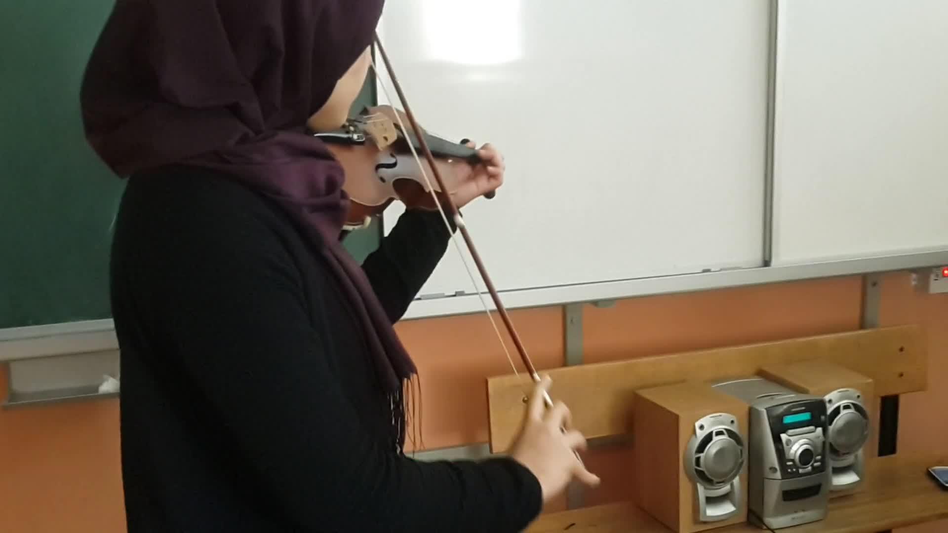 Enstrumantal Keman Sunumu şehidim Rahat Uyu Izle Video Eğitim