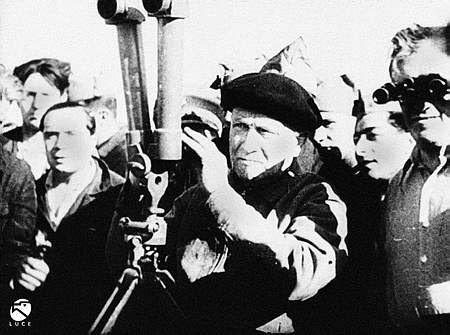 Largo Caballero supervisa la voladura del Alcázar de Toledo en el verano de 1936