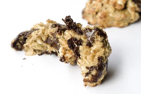 Choc Chunk Peanut Oat Cookie (4)