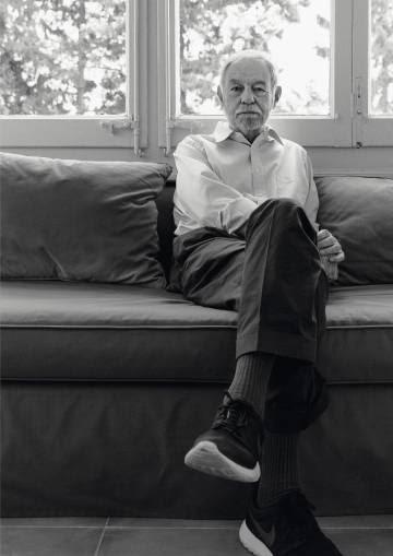 Mendoza descansa en su casa de Barcelona después de la entrevista con ICON.