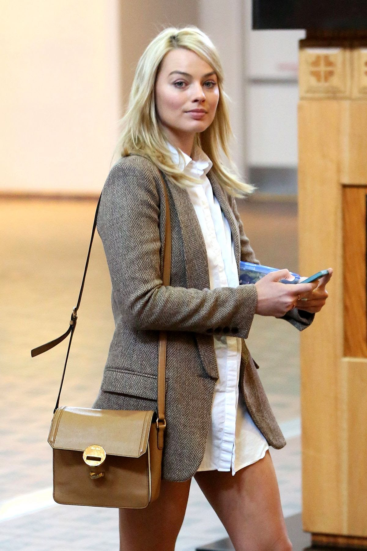 MARGOT ROBBIE Arrives at Albuquerque International Sunport