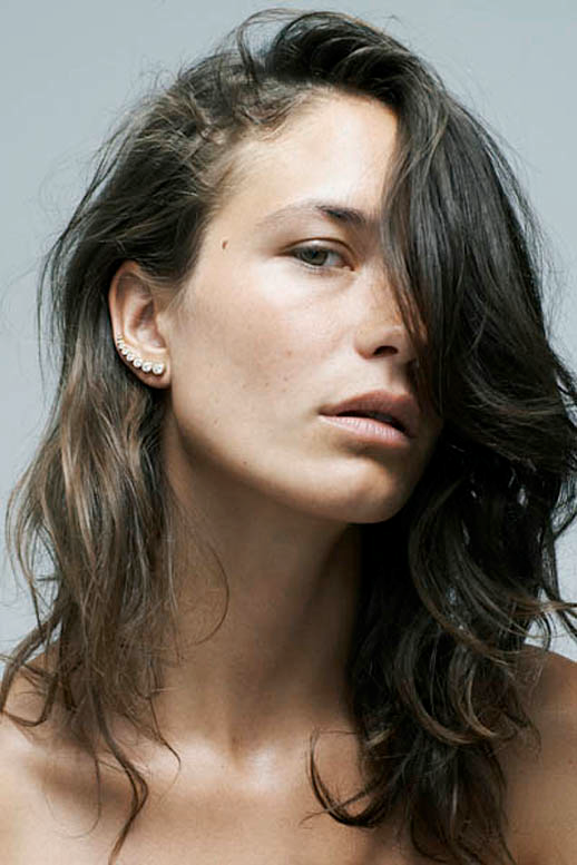 JEWELRY CRUSH SOPHIE BILLE BRAHE DIAMOND BAR EARRING 3 photo JEWELRYCRUSHSOPHIEBILLEBRAHEDIAMONDBAREARRING3.png