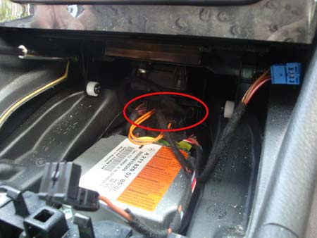 Mercedes W211 LCP and CDC connections picture