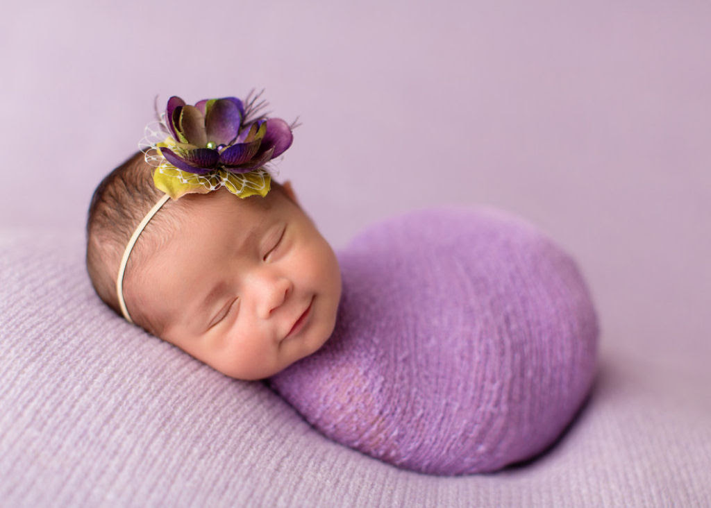 Fotógrafa britânica cria retratos insuportavelmente ternos de bebês dormindo 17