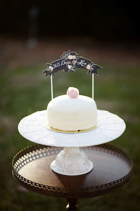 Best 25  1st anniversary cake ideas on Pinterest