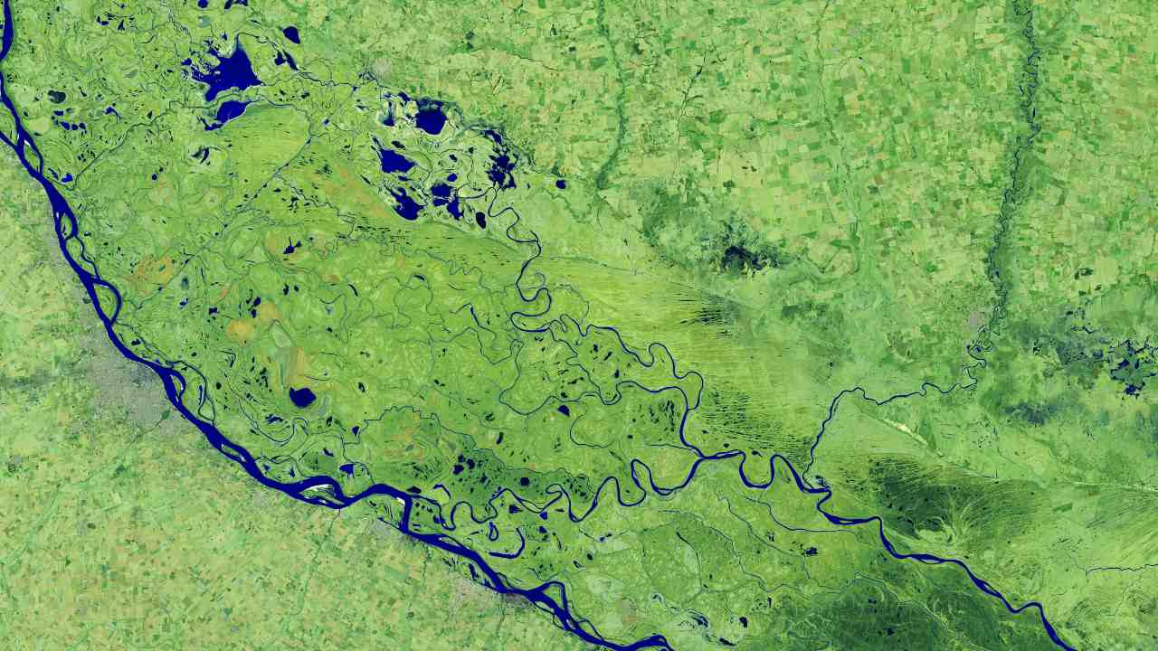 The Parched Paraná River Credits: NASA Earth Observatory images by Lauren Dauphin
