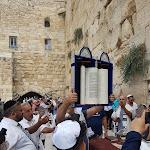 ביוזמת הפעיל החברתי רון לוי, עיריית ראשון לציון ערכה חגיגת בר מצווה מרגשת ל 15 נערים ובני משפחותיהם בירושלים - BE106