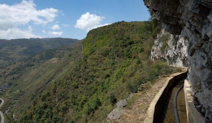 perierga.gr - Έσκαβε επί 36 χρόνια τα βουνά για να φέρει νερό στο χωριό του!
