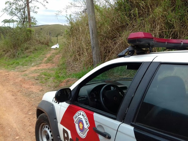 Casal foi alvejado em estrada na zona rural de Guaratinguetá (Foto: Marcos Aurélio_Jornal de Guaratinguetá/Arquivo)