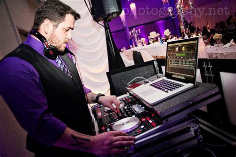 A Wedding DJ Dance Party With Book That DJ ? Book That DJ