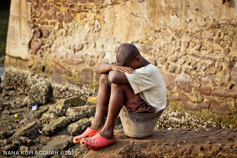 Elmina - Waiting to buy fish
