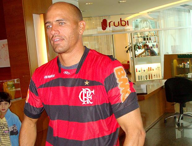 Kelly Slater camisa Flamengo (Foto: Gabriele Lomba / Globoesporte.com)