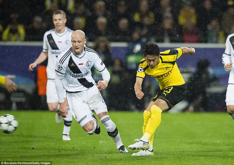 Kagawa took only 60 seconds to give Dortmund the lead when he took advantage of lax defending to score his second goal