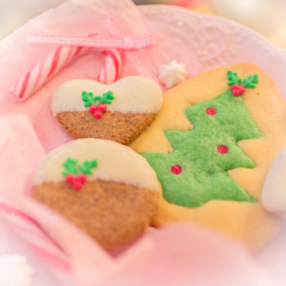Schwarz-Weiß Gebäck, Kekse, Plätzchen, Weihnachtsplätzchen, Tannenbaumplätzchen