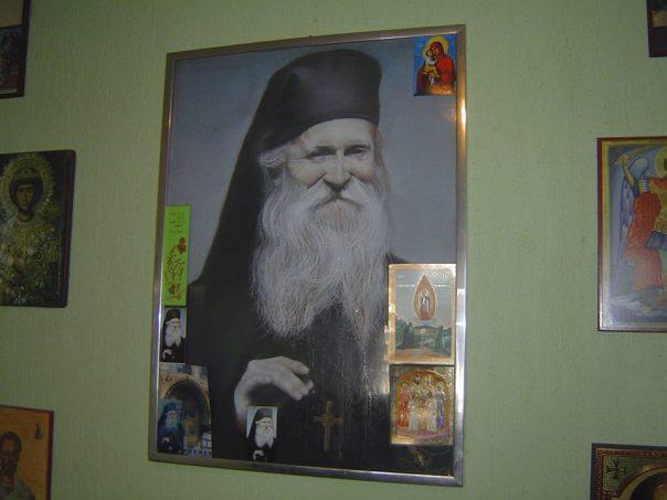 http://serbiaortodoxa.files.wordpress.com/2013/10/staret-tadei-icoana-mir.jpg?w=604&h=453