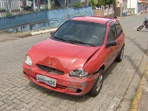 Motorista envolvido em acidente estava embriagado e fugiu do local. (Foto: Wanderson Borges/TV Vanguarda)