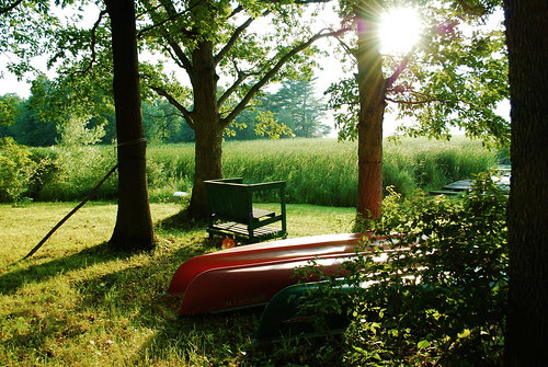 The green bench waits