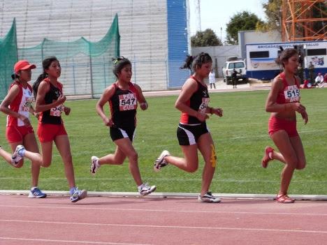 A - medalla de plata en 3 mil metros y cuarto y quinto tambien fue para cusco