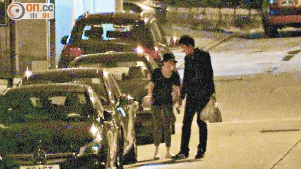 斯文版陳司翰到達,林欣彤即急不及待落車迎接。