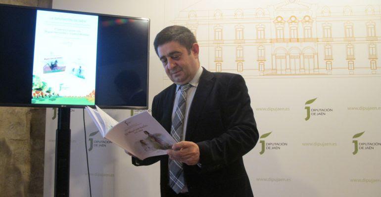 El presidente de la Diputación de Jaén, Francisco Reyes, durante la presentación de la tercera Semana Escolar Miguel Hernández y Josefina Manresa.