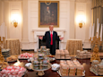 Trump orders 300 burgers for White House banquet, says he bought 1,000 then praises 'tall, handsome quarterback'