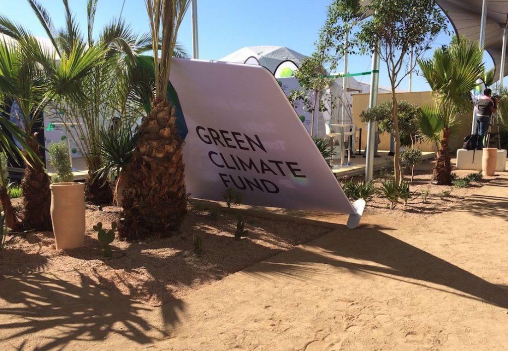 Placa do Fundo Verde do Clima tomba na vila da COP22 no dia da vitória de Donald Trump. Foto: Claudio Angelo/OC.
