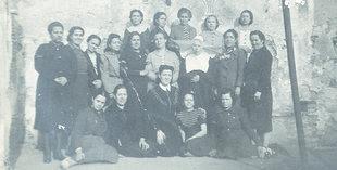 Dones empresonades nomès per ser familiars de republicans. A la foto Teresa Griñó, de Gandesa, a la dreta de la monja oblata que les vigilava. Família Griñó
