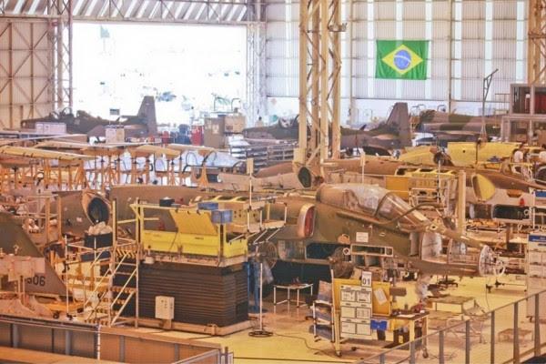 Embraer Línea de Producción en Hawk Peixoto (SP), donde A-1passam ellos Combatientes a su modernización Foto CB Silva Lopes - FAB
