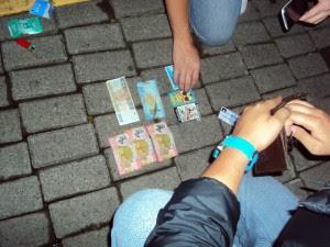 Al menor detenido se le decomisó tres cigarrillos de marihuana y dinero,  al parecer producto de la venta de la droga.