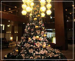 ホテルオークラ東京のクリスマスツリー。今日はツリーを沢山見たなぁ……