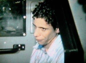 Antônio Francisco Bonfim Lopes, o Nem, chega à sede da PF no Rio após ser preso em porta-malas