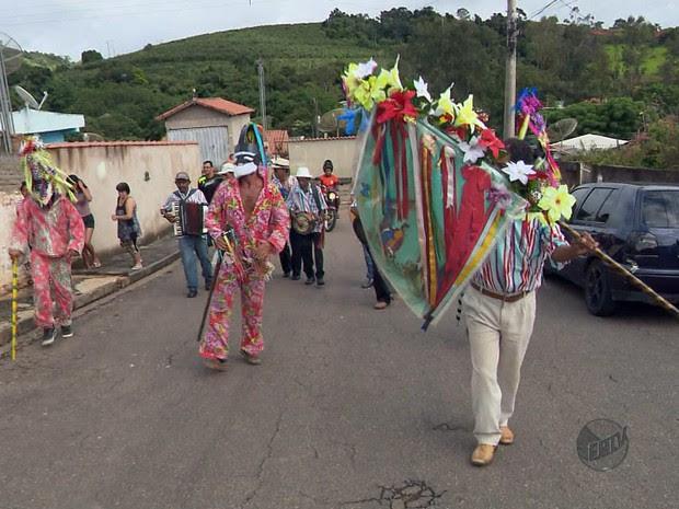 Companhias de reis mantém tradição no Sul de Minas (Foto: Reprodução EPTV)